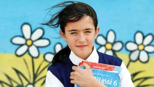 'Kız Çocukları' ve Onların 'Güçlendirilmesi' Konularını Çözümlemek için Feministler Eğitimle Yakından İlgilenmeye Başlamalı